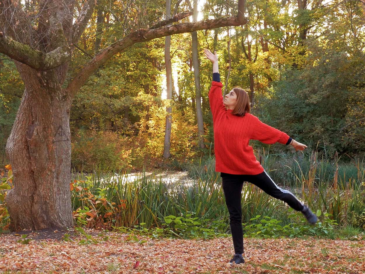 Contemporary Dance im Herbst performed by Mariluna Re